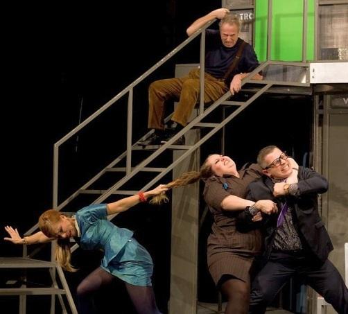 Slovácké divadlo uvedlo premiéru slavné komedie Bez roucha