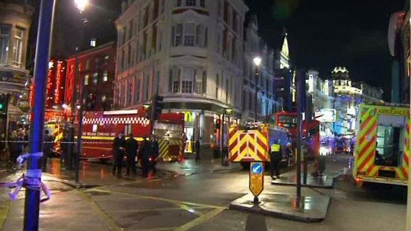 Neštěstí v londýnském divadle si vyžádalo 76 raněných
