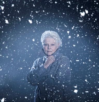 Hollywoodský Kenneth Branagh se Zimní pohádkou vrací k Shakespearovi a Judi Dench