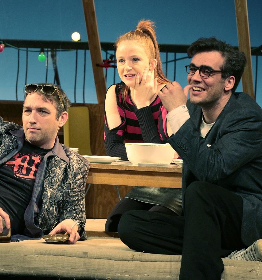 Divadlo Na Fidlovačce rozesměje diváky novou konverzační komedií, ve které zářil i Rowan Atkinson
