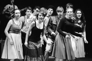 Činoherní klub uvádí: Šakalí léta v podání divadelního spolku Veselé zrcadlo