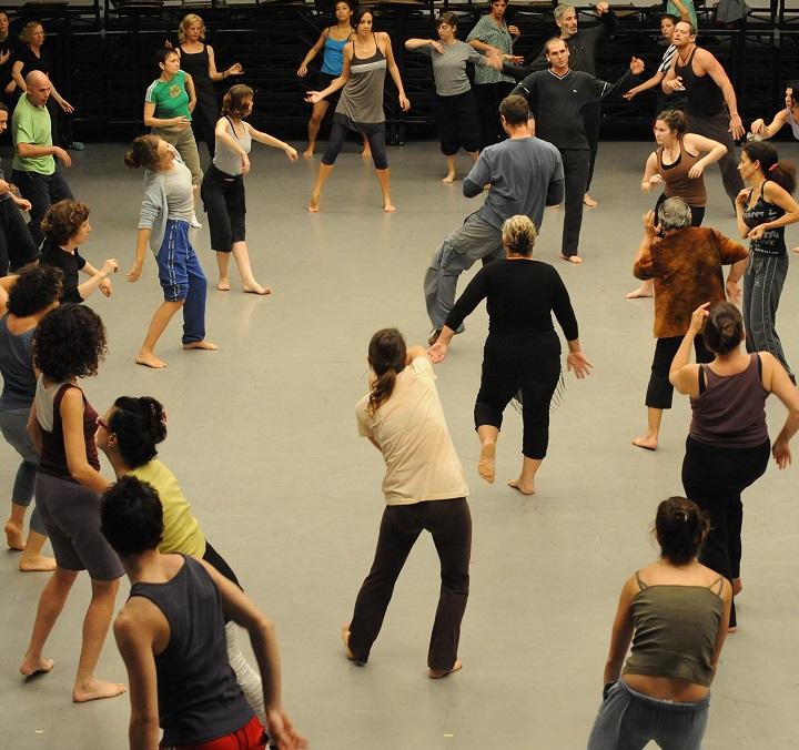 Profesionálové i amatérští tanečníci se mohou učit techniku gaga