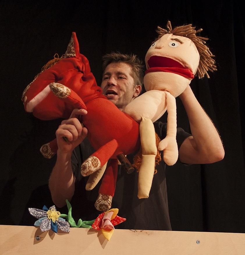 Divadlo Tramtarie uvede loutkovou pohádku Princ Bajaja