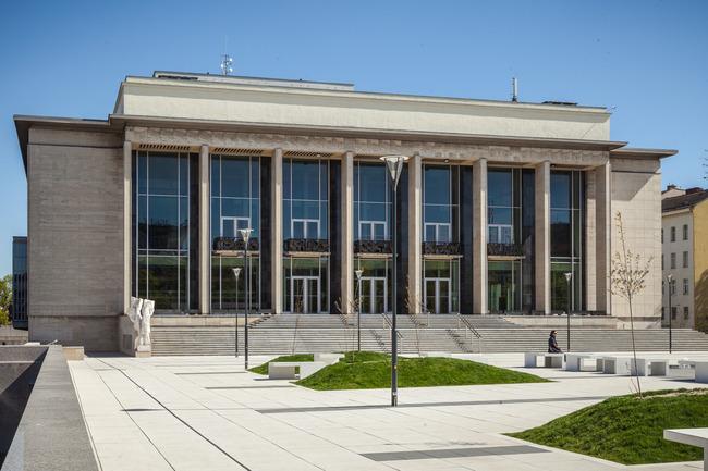 Janáčkovo divadlo má novou fasádu, opravovat se bude i vnitřek