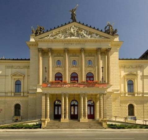 Zájem opravit za miliardu Státní operu má sedm uchazečů