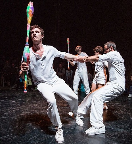 Festival Cirkopolis: Žonglérský rituál i závěsná akrobacie na dlouhých vlasech