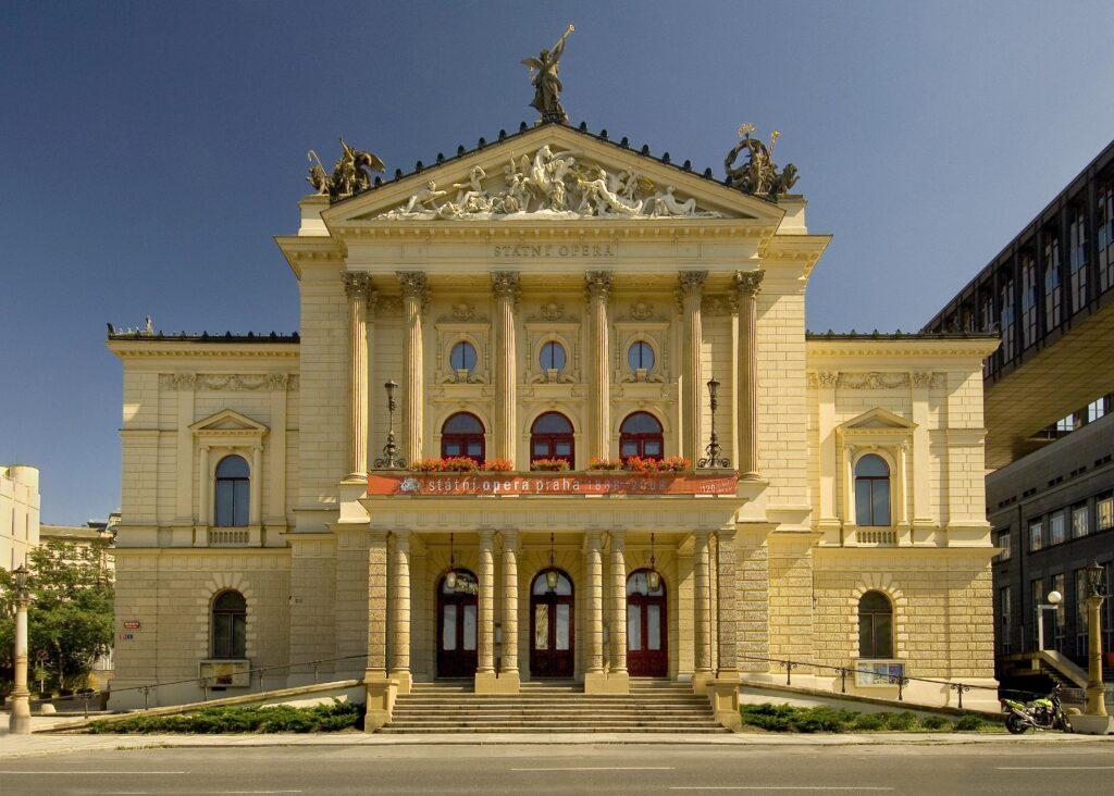 Vláda určí druhou komisi pro posouzení nabídek na opravu opery