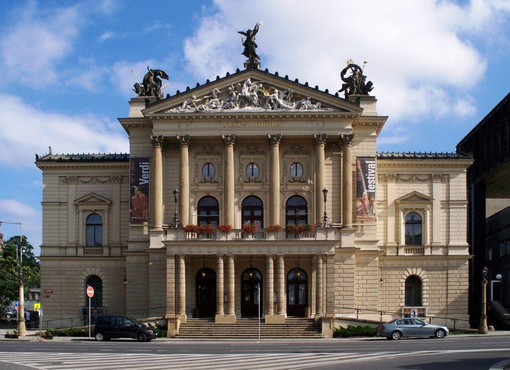 Státní operu Praha opraví za 857,6 milionu firma Hochtief CZ