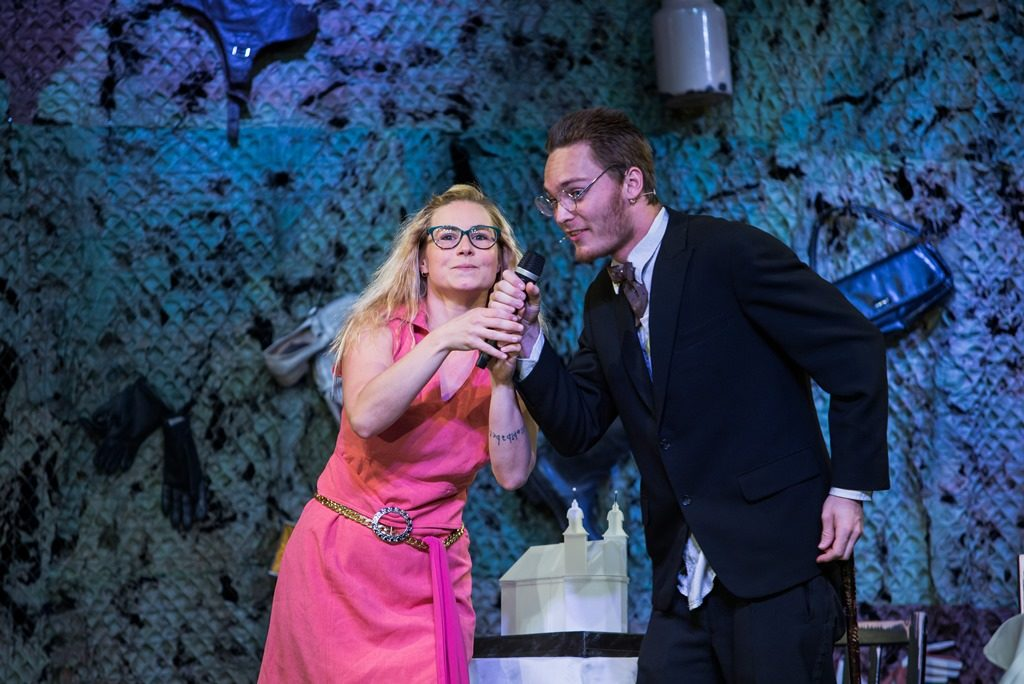 Originální divadelní inscenace HRA-NIC-e je opět na scéně. A bude křtít knihu…