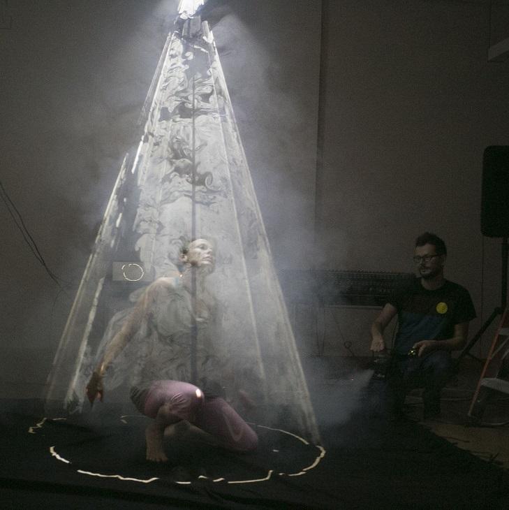 Floex, video projekce a současný tanec: Prague-New York Effects jdou do finále