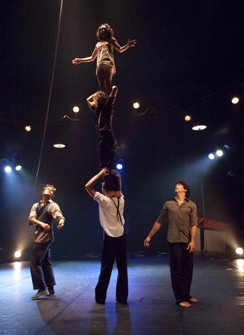 Italský soubor MagdaClan přiveze v rámci Sezóny nového cirkusu do Plzně klaunsky roztomilé představení s akrobacií
