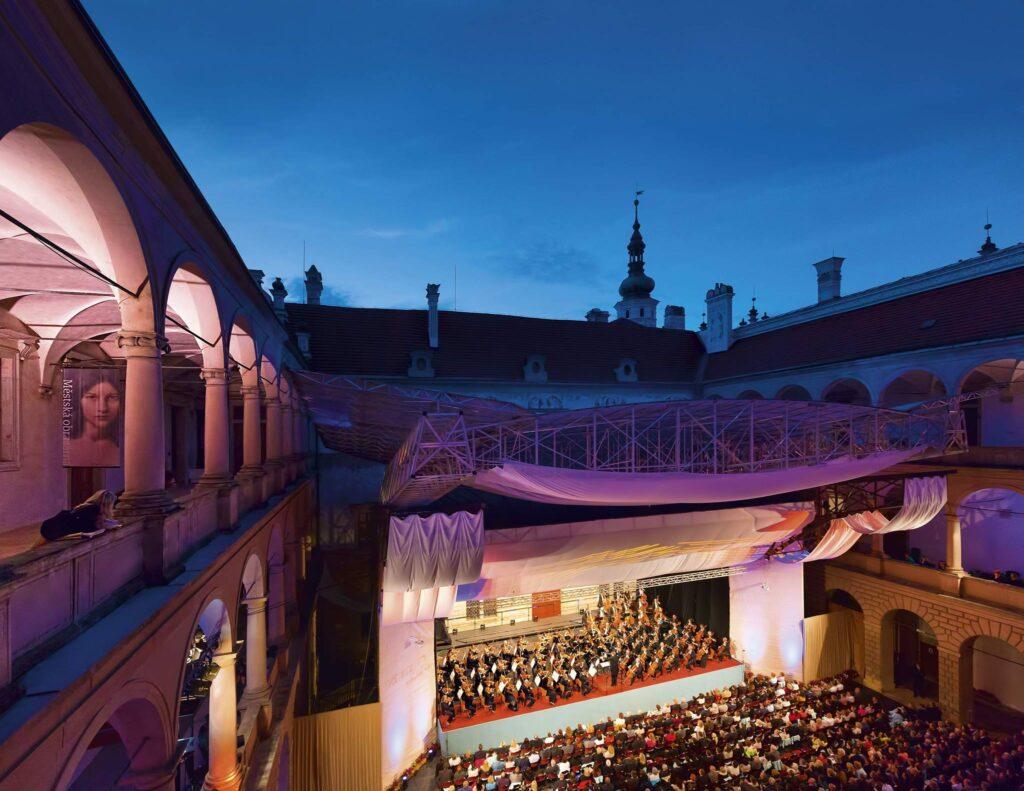 Smetanova Litomyšl nabídne klasiku, operu, jazz i cikánskou hudbu