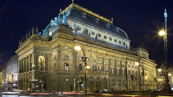 Sloučení Národního divadla a Státní opery Praha nepřineslo očekávané úspory