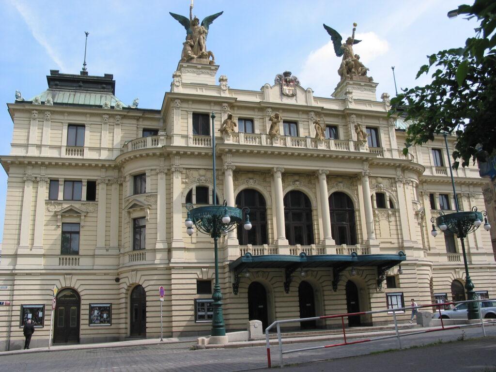 Praha chce rekonstruovat za miliardu Divadlo na Vinohradech