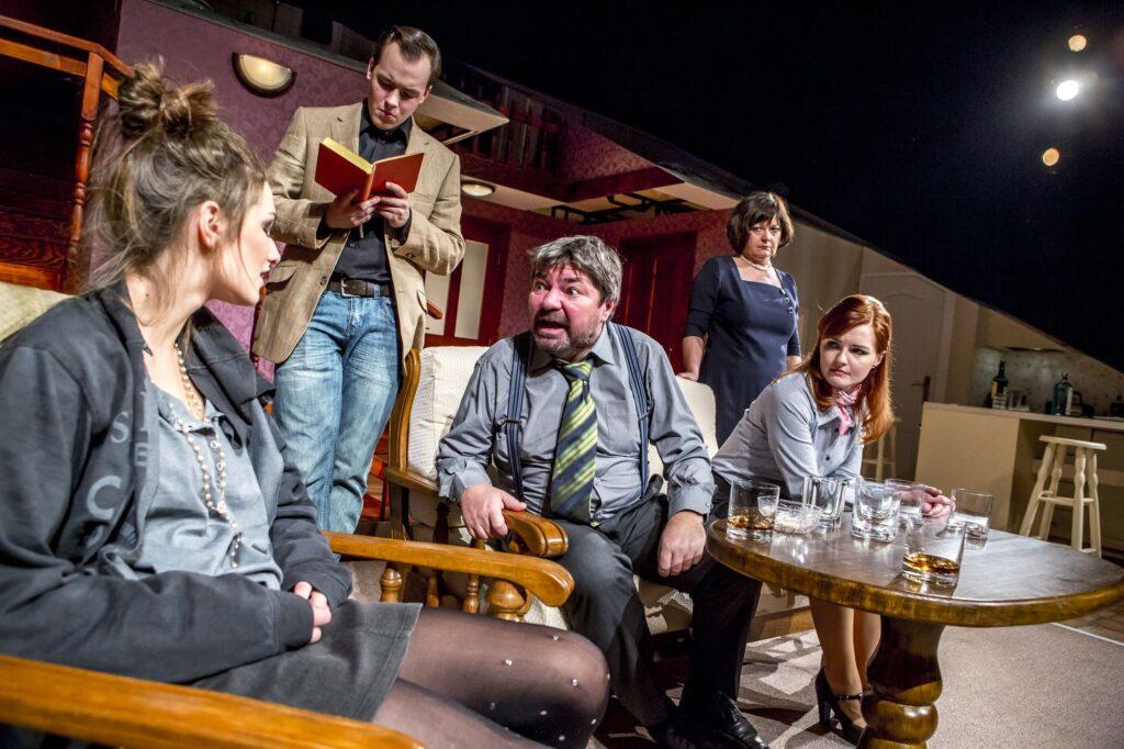Východočeské divadlo uvede derniéru komedie Rodinný podnik