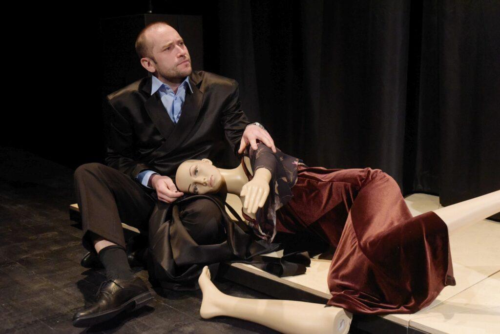Iluze, hořká komedie Ivana Vyrypajeva na Malé scéně Divadla J. K. Tyla