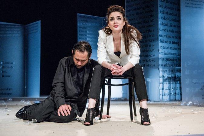 Ve Švandově divadle chystají poslední uvedení hořké komedie o lásce a přizpůsobivosti Misantrop