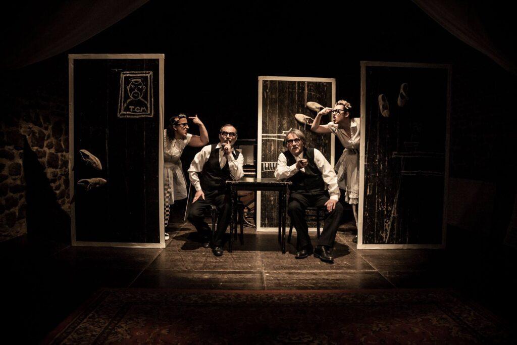 V Divadle Husa na provázku měla premiéru inscenace O pejscích a kočičkách aneb Jak Josef a Karel Čapkovi vařili dort