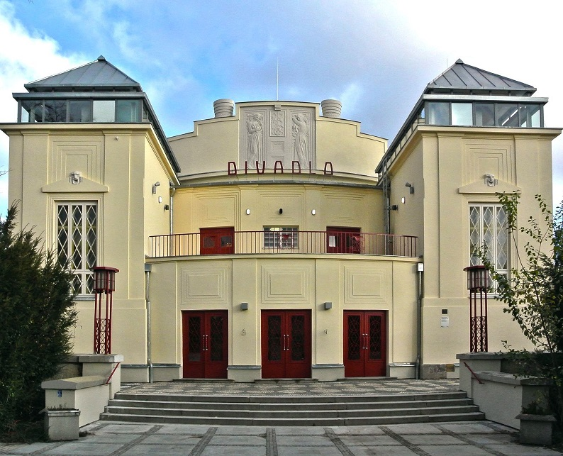 Kladno bude za zpožděnou opravu divadla vymáhat devět milionů korun
