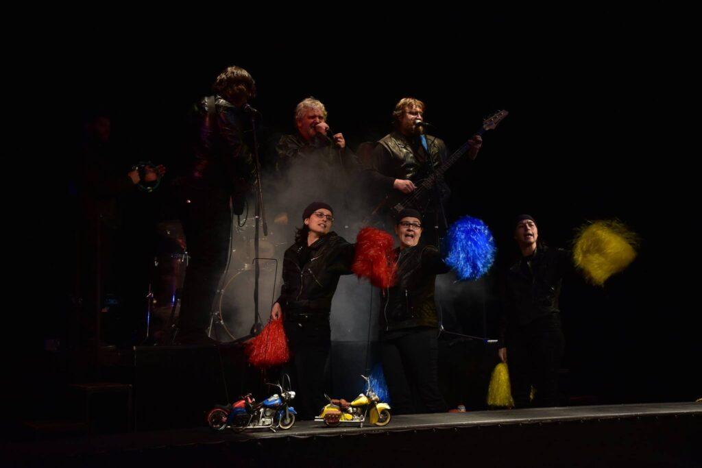 Divadlo Alfa připravilo pro děti motorkářskou loutkovou pohádku