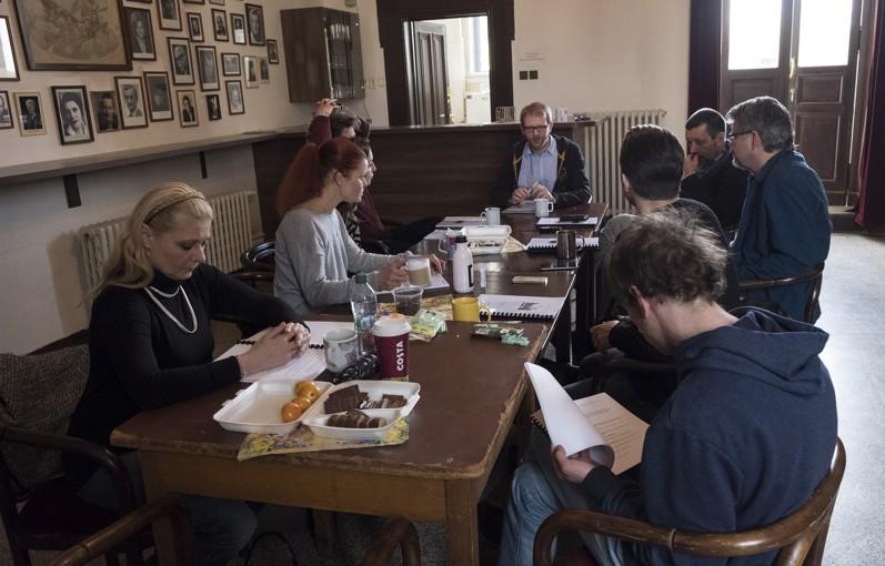 Divadlo na Vinohradech připravuje jevištní verzi scénáře Jana Procházky Ucho