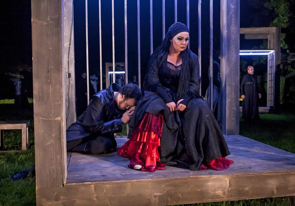 Druhou letošní premiérou před otáčivým hledištěm v Českém Krumlově bude Verdiho opera Trubadúr