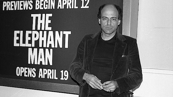 Zemřel dramatik Bernard Pomerance, autor divadelní hry Sloní muž