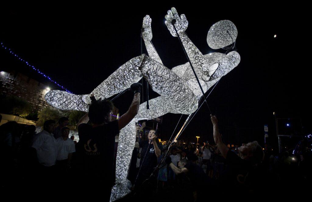Obří světelné loutky DUNDU zazáří i v Ostravě