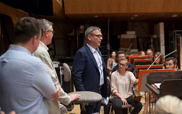 Národní divadlo kritizuje Lubomíra Zaorálka za to, že divadlo zneužil k předvolební agitaci