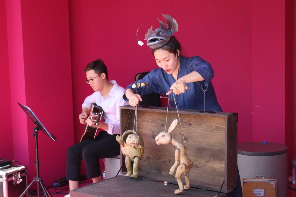"""Představení korejského loutkového divadla Puzzle """"Sugunga aneb Jak vypadá zajíc"""""""
