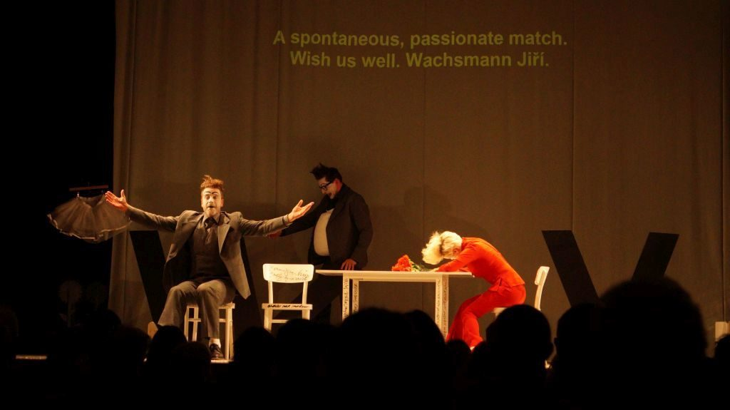 Divadlo Na zábradlí v New Yorku s úspěchem uvedlo inscenaci Korespondence V+W