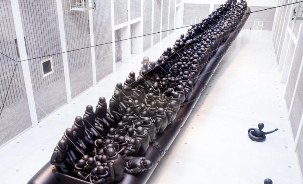 Osm desítek performerů rozpohybuje výstavu Aj Wej-weje ve Veletržním paláci