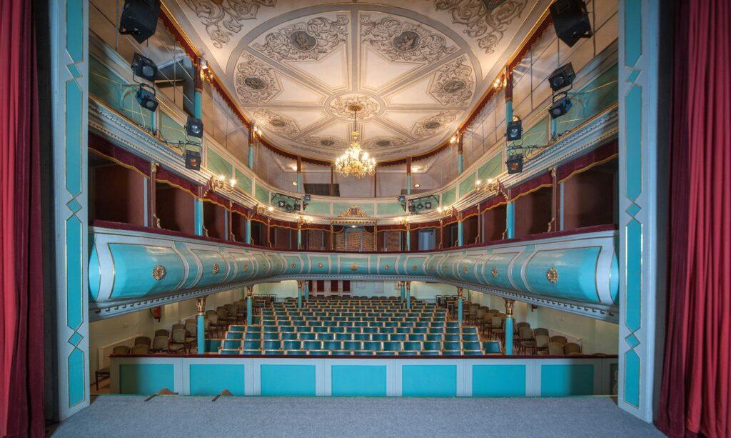 Rekonstrukce interiéru divadlaJ. K. Tyla v Třeboni snížila kapacitu hlediště
