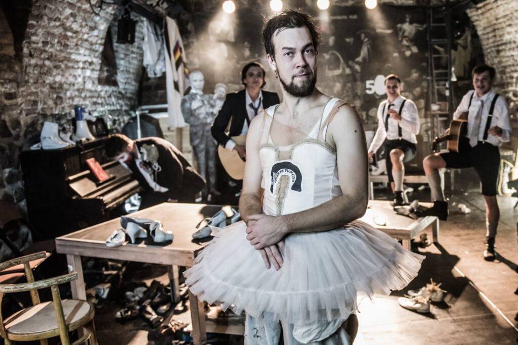 Vladimír Morávek se jako režisér s Husou na provázku rozloučí kabaretem Na protest
