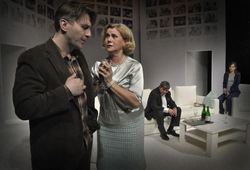 Východočeské divadlo uvede derniéru komedie Třikrát život