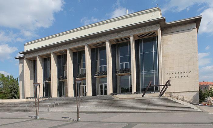 V Brně hořelo v suterénu Janáčkova divadla, požár se nerozšířil