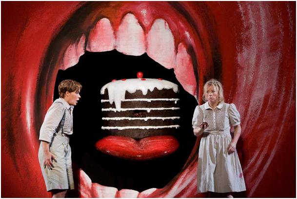 Humperdinckova Perníková chaloupka připomene fenomenálního tenoristu Philipa Langridge ve vánočním bonusu z Met
