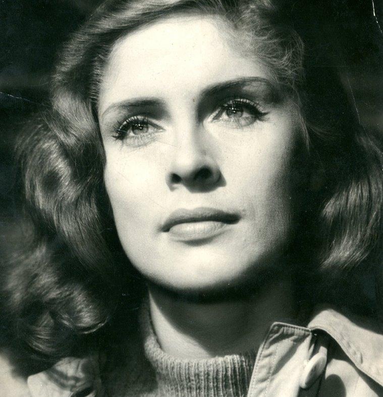 Výstava ukazuje herečku Vlastu Fialovou jako ženu mnoha tváří