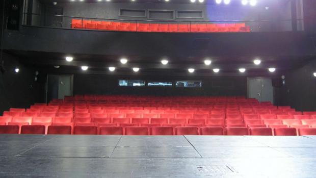 Hlavní město Praha v současné době spravuje dvanáct divadel