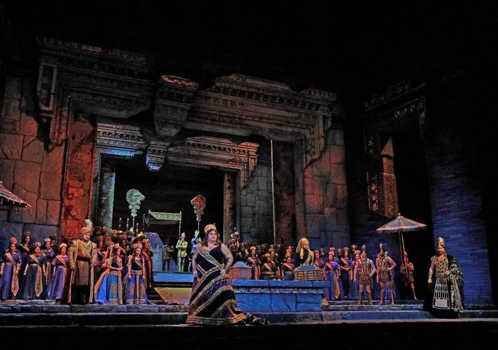 Nestárnoucí Bohéma s Jončevou a Fabianem a vzácná Rossiniho Semiramis v dalších přenosech z Met