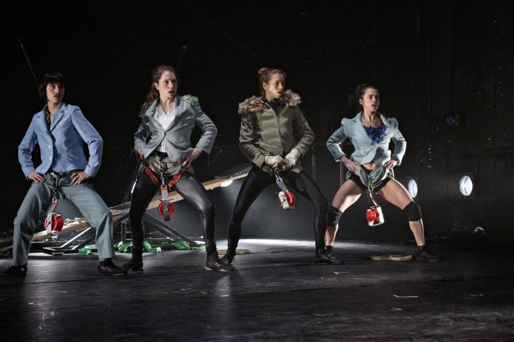 Francouzské mušketýrky z Groupe Bekkrell v březnu do Prahy přivezou špičkovou akrobacii