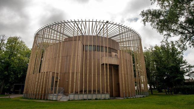 Nejlepší dřevostavbou na světě se stalo francouzské divadlo. Podobá se scénám ze Shakespearových dob
