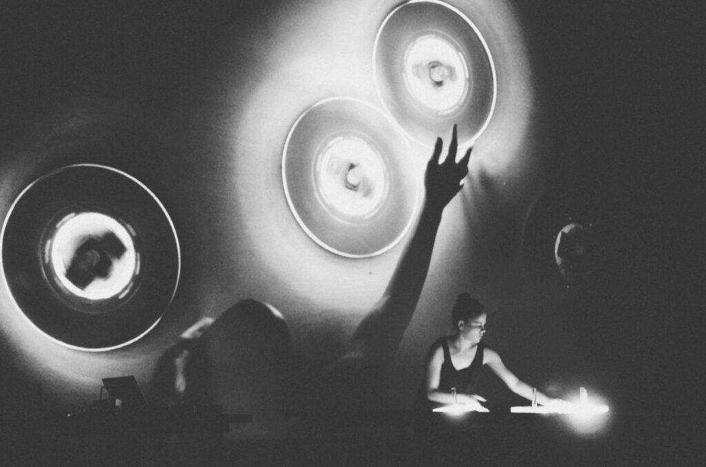 Kanadská audiovizuální umělkyně Myriam Bleau na festivalu Spectaculare 2018