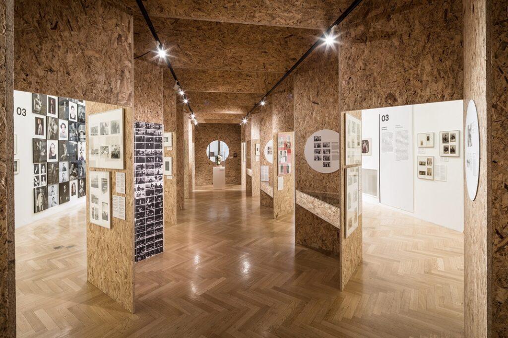 Obecní dům nabízí velkolepou exkurzi do světa českého divadla pohledem fotografů