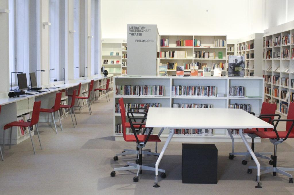 Knihovna Goethe-Institutu nabízí také fond zaměřený na německé divadlo