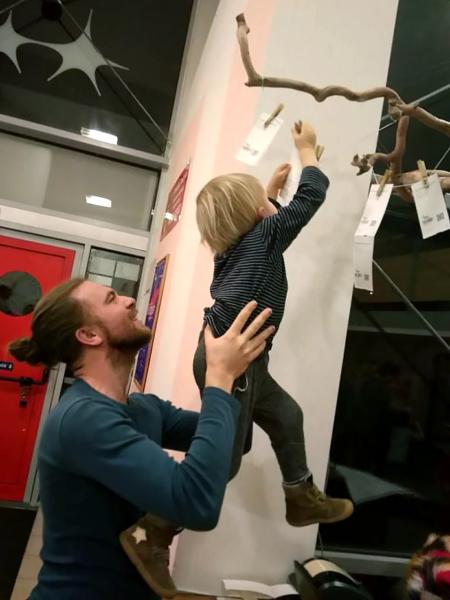 Projekt Zavěšená vstupenka dostává chudé děti v Brně do divadla
