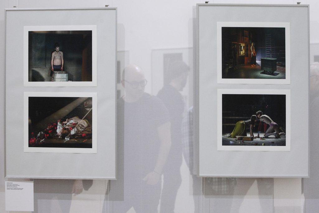 IDU nabízí dvě výstavy divadelní fotografie