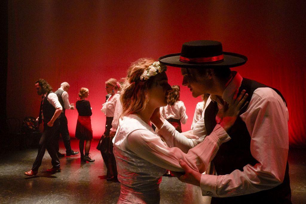 Nová inscenace Krvavá svatba nabízí to nejlepší z české flamenkové scény v originálním spojení s živou hudbou a činohrou