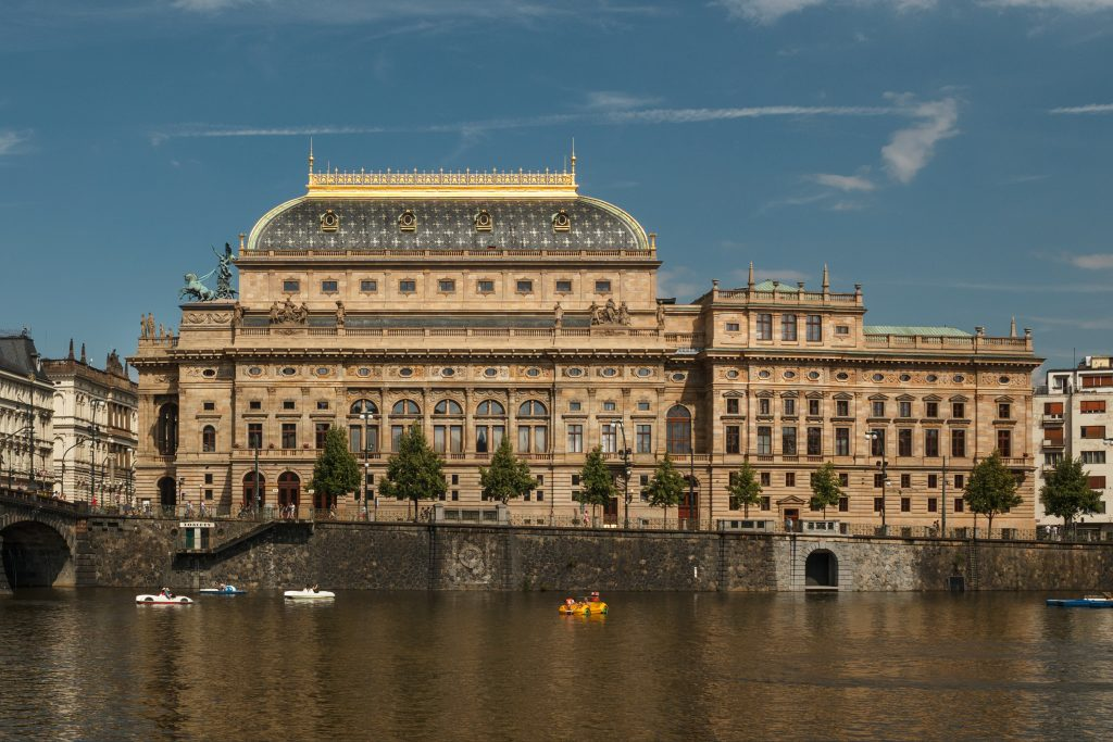 Umělci Národního divadla odpovídají řediteli Janu Burianovi