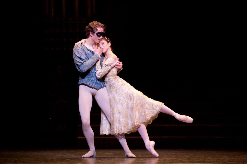 Letošní sezóna přenosů z londýnského Royal Opera House končí klasickým baletem Romeo a Julie